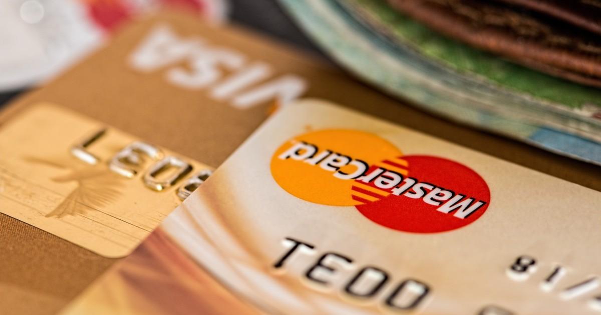 Сотрудники банков стали просить клиентов сообщать коды из СМС.