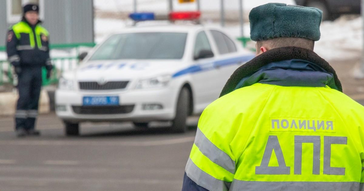 Полицейские задержали краснодарца, который вымогал деньги у иркутских таксистов под видом сотрудника ГИБДД.