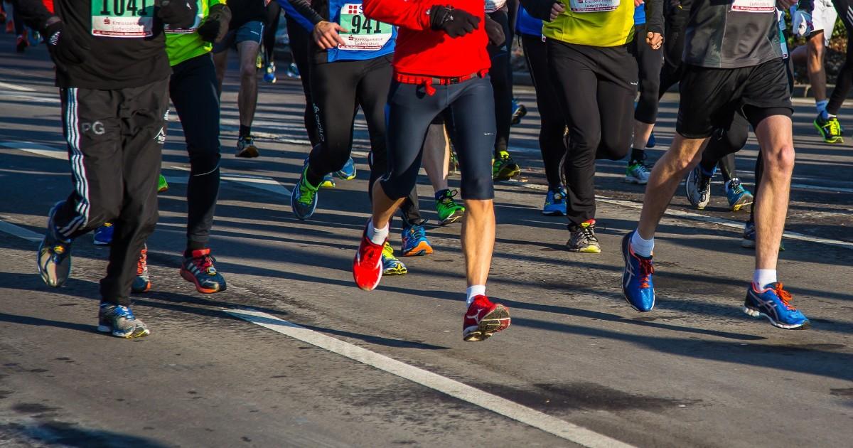 Организаторы марафона в Иркутске уравняли призовые после критики в соцсетях.