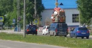 Пользователи соцсетей показали «типичную маршрутку в Усолье» с крупным грузом на крыше