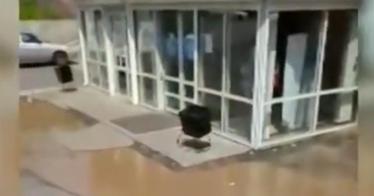 В Иркутске кипяток залил магазин из-за коммунальной аварии
