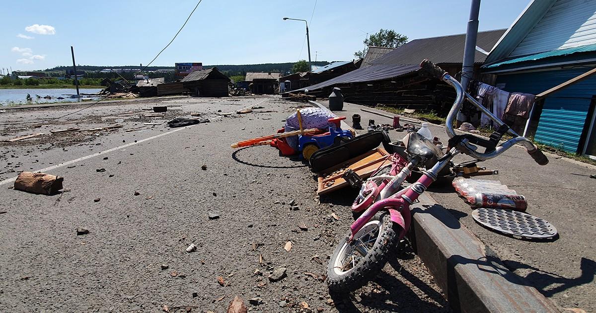 Путин заявил о неразберихе при организации помощи пострадавшим от наводнения в Иркутской области