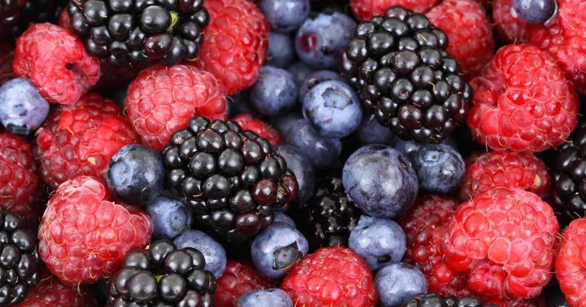 Росстат: россияне стали есть вдвое меньше картофеля и в два раза больше фруктов и ягод