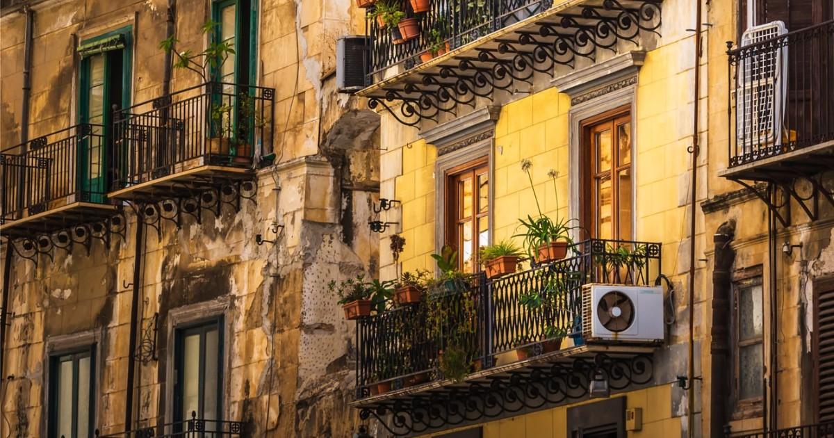 Правительство предложило запретить кондиционеры на исторических зданиях
