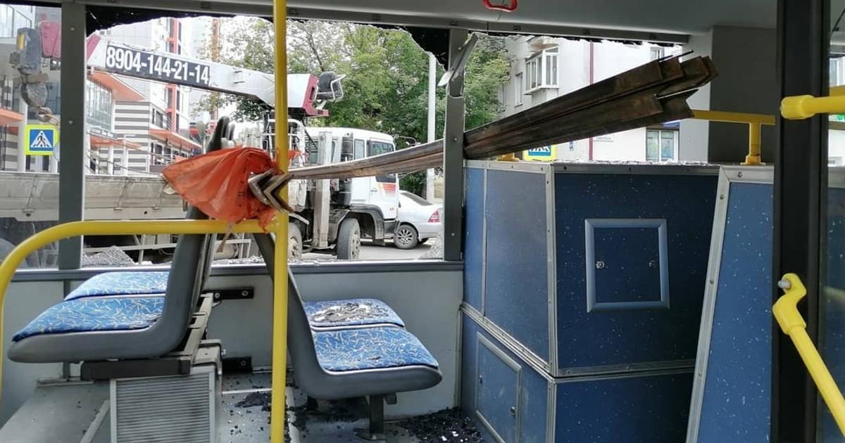В Иркутске произошло ДТП с участием грузовика и троллейбуса