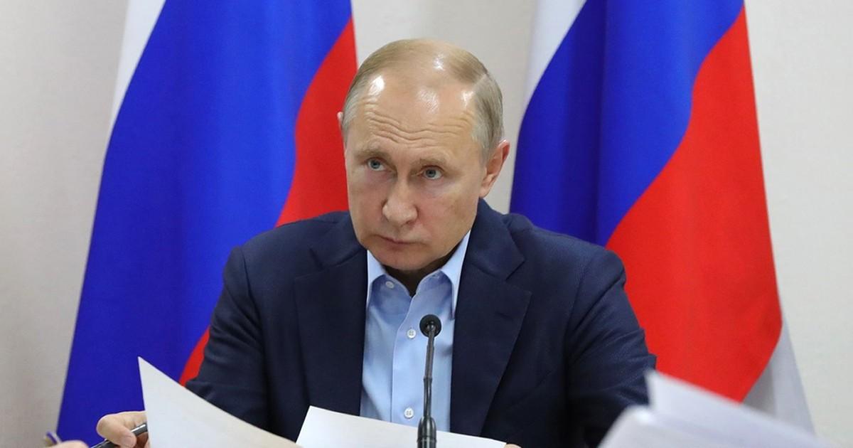 По поручению Путина в России изучат поведение молодежи в интернете и займутся ее воспитанием