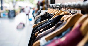 Дизайнер из Тулуна создала модную коллекцию из испорченной от паводка одежды