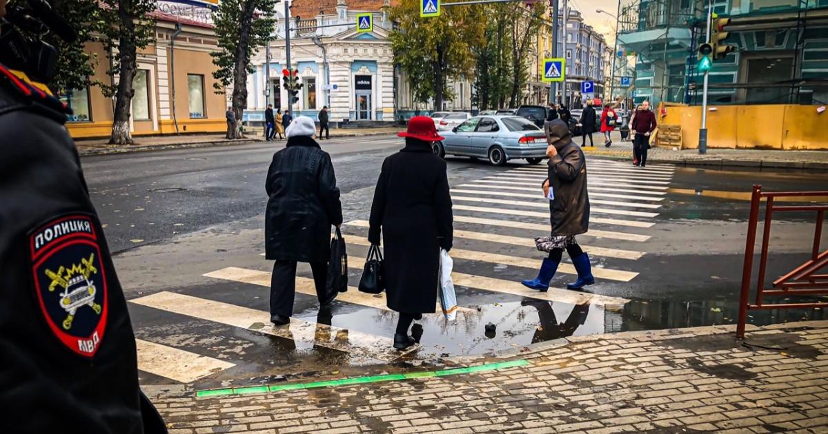 Иркутская Госавтоинспекция установила в городе первый напольный светофор
