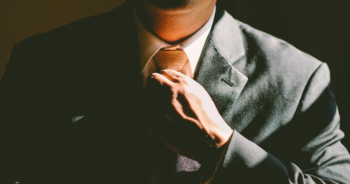 Исследование: более половины россиян считают связи и везение гарантией успеха