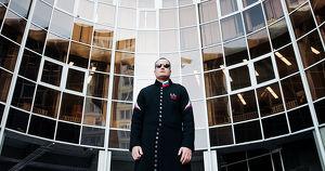 История иркутского Нео: «Длинный необычный плащ — это мое. Это я» - Верблюд в огне