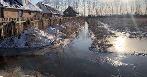 «Баня и половина огорода в воде!». Талая вода затопила несколько улиц в селах Приангарья - Верблюд в огне