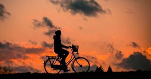 «Это, конечно, фикция полная». Власти Приангарья заявили о строительстве первой дороги с велополосой