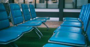 Иркутская пенсионерка уже 7 лет живет в аэропорту - Верблюд в огне