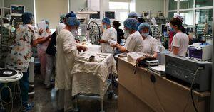 Иркутский хирург провел уникальные операции младенцам на Сахалине