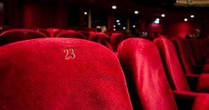 В Минкульте заявили, что кинотеатры откроются без проката драм - Верблюд в огне