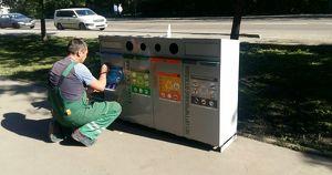 Иркутяне жалуются, что рабочие не сортируют мусор из экоурн. В мэрии это отрицают - Верблюд в огне