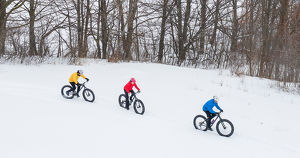 «На дороге — страшно, на тротуарах — люди». Можно ли ездить зимой на велосипеде в Иркутске