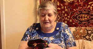 В Братске пенсионерка вяжет варежки для врачей ковидного госпиталя