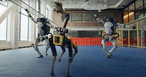 Видео: роботы Boston Dynamics станцевали в честь Нового года