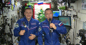 Видео: космонавты с борта МКС поздравляют с Новым годом