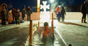 Из-за коронавируса запретили крещенские купания на Якоби - Верблюд в огне