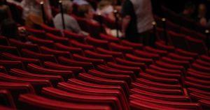 Власти Приангарья разрешили посещать театры и стадионы