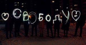 Фото: в Иркутске прошла акция в поддержку Навального - Верблюд в огне