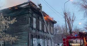 В Иркутске случился пожар в памятнике архитектуры: погибла женщина - Верблюд в огне