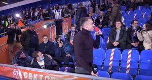 Видео дня: иркутянин сделал предложение в перерыве хоккейного матча