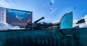 Видео дня: россиянка погрузилась под лед Байкала на 63 метра с задержкой дыхания