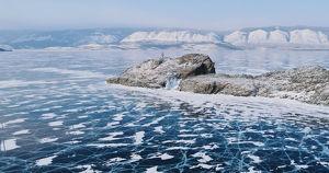 МЧС предупредило о разрывах льда в туристических местах Байкала