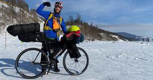 Ультрамарафонец проехал на велосипеде 550 км вдоль Байкала - Верблюд в огне