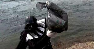 Иркутяне убрали мусор в костюмах из «Звездных войн»
