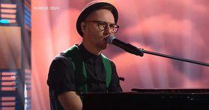 Музыкант из Приангарья вышел в полуфинал телевизионного конкурса. Посмотрите, как он выступил