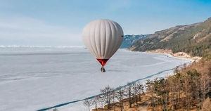 Путешественники перелетели Байкал на воздушном шаре