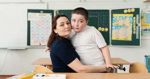 «Сдайте его в интернат, родите себе другого». Как живут и учатся дети с аутизмом в Иркутске
