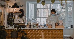 В московские кафе будут пускать только привитых или переболевших COVID-19