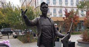 На Урицкого установили скульптуру музыканта